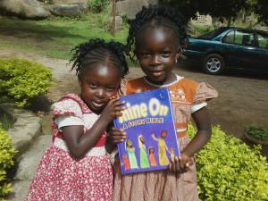 13-ShineNigeria2014-NigerianChildrenwithShineOnBible-byMarkusGamache